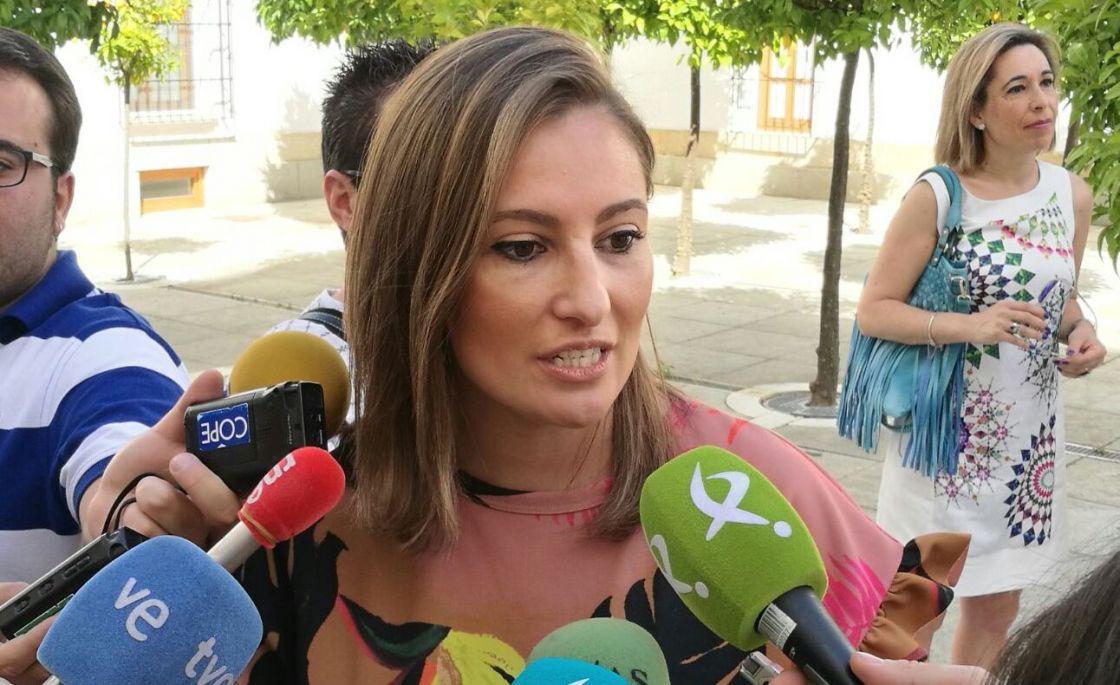 """Lara Garlito: """"Fue con el PP donde vimos enfermos hospitalizados sin mantas o sin pañales"""""""