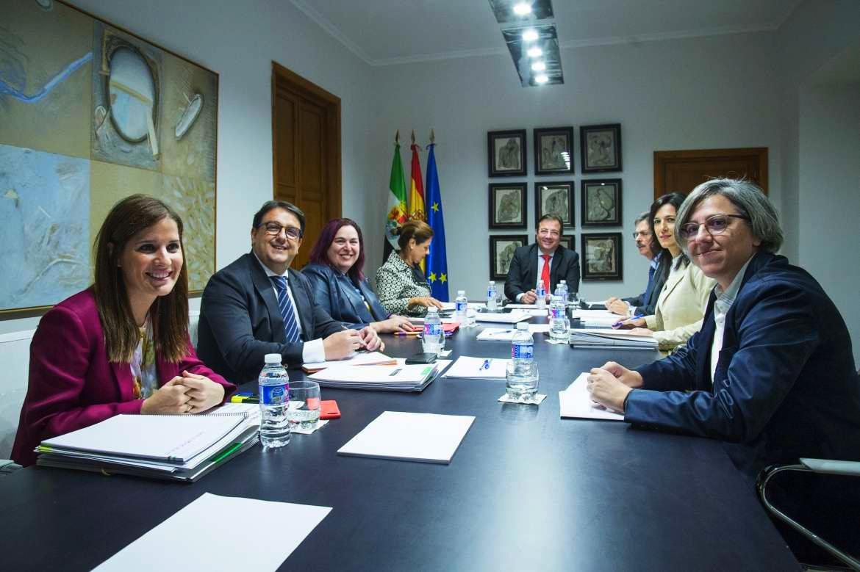 La Junta de Extremadura aprueba fomentar los planes de apoyo a la internacionalización de las empresas extremeñas