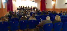 Miembros de la ejecutiva provincial del PSOE en Almaraz para una asamblea abierta